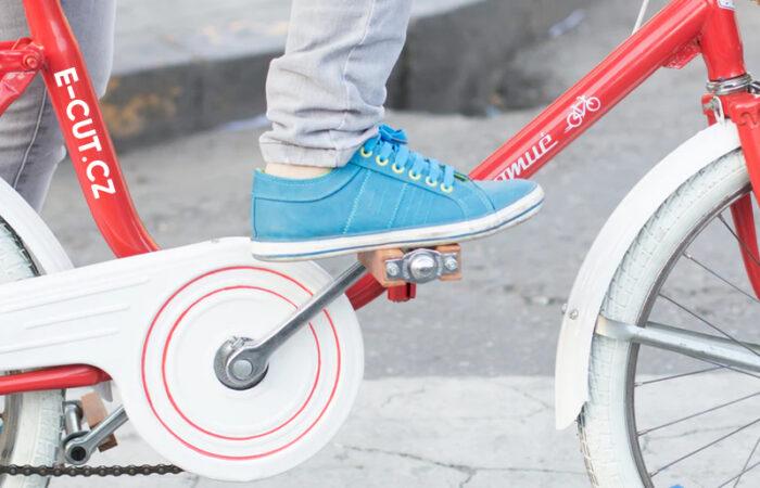 Cyklistické samolepky. Samolepky můžete nalepit na vaše kolo, přilbu, koloběžku atd. Nabízíme cyklo polepy, samolepky, nálepky na kola v Brně