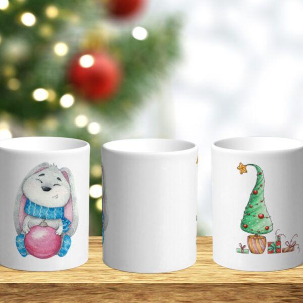 Bílý keramický vánoční hrnek Králík a vánoční stromeček