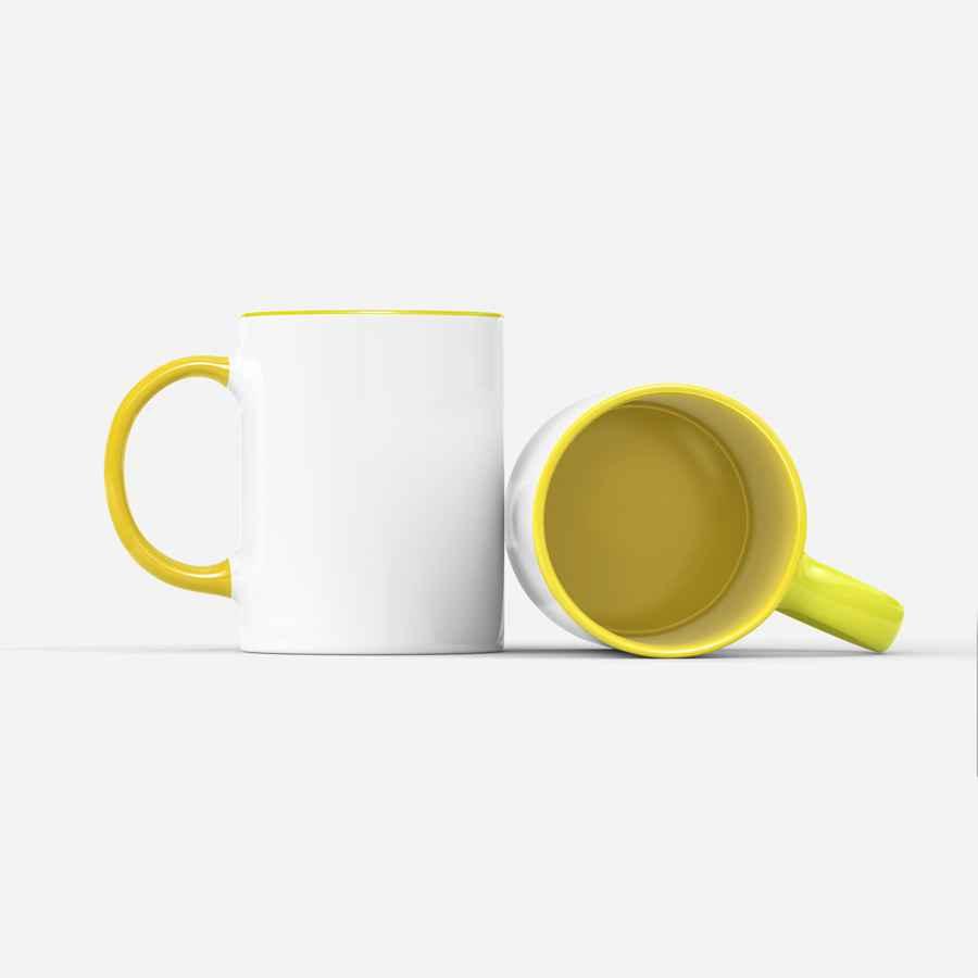 Hrnek se žlutým (barevným) vnitřkem a ouškem, vlastní potisk
